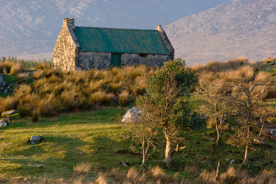 <strong>Title: </strong>Connemara Cottage<br /><strong>Filename:</strong>Connemara-040207-051<br /><strong>Image Reference Number: </strong>swl009