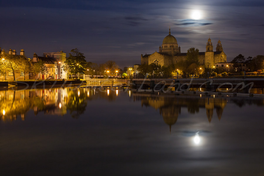 <strong>Title: </strong>Supermoon over Galway<br /><strong>Filename:</strong>Supermoon_060512_2689<br /><strong>Image Reference Number: </strong>swl001p